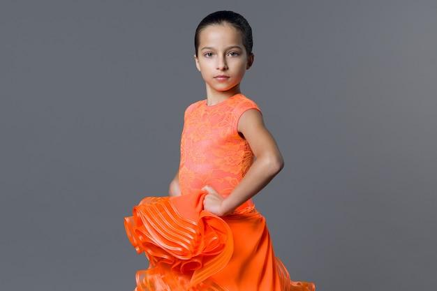 Portret dziewczyny, taniec dziewczyna