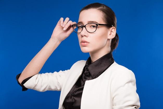 Portret dziewczyny z okularami