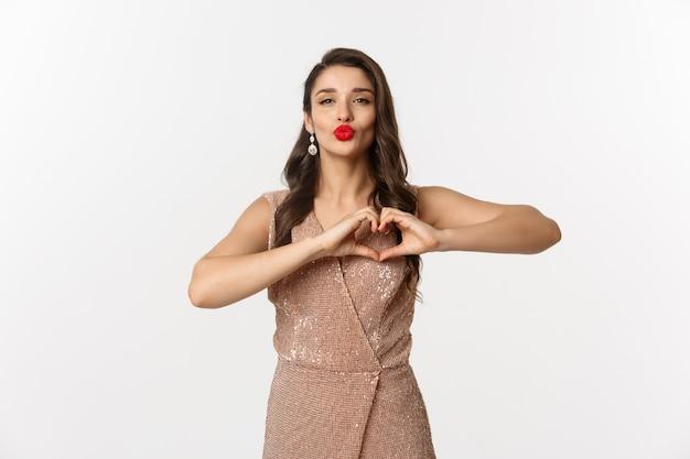Portret ekspresyjny młoda kobieta w eleganckiej sukience