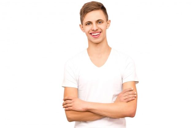 Portret facet w białej koszulce, odizolowywa