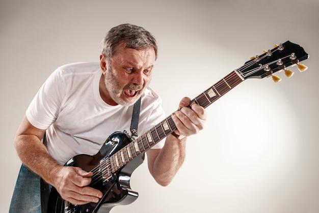 Portret gitarzysty