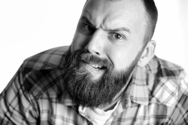 Portret głowy mężczyzny grymas
