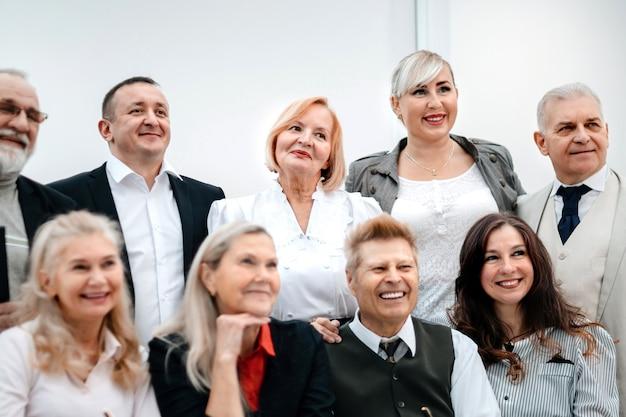 Portret grupy odnoszących sukcesy ludzi biznesu