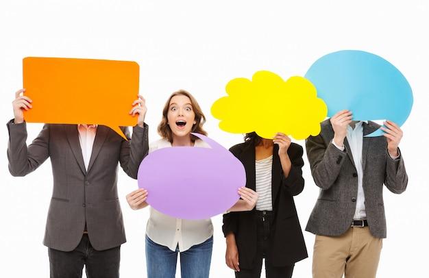 Portret grupy podekscytowanych ludzi biznesu