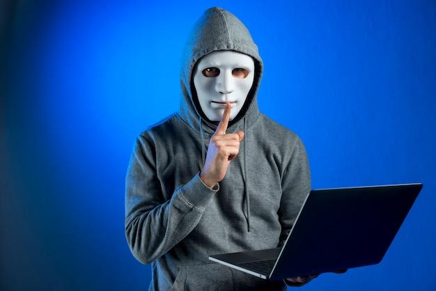Portret hacker z maską