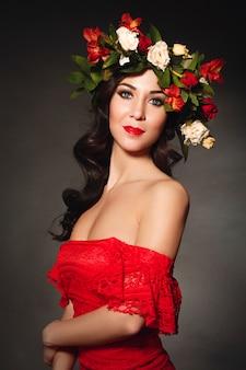 Portret idealnej kobiety z wieńcem kwiatów