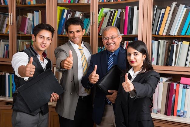 Portret indyjskich ludzi biznesu pracujących w biurze lub kulturze korporacyjnej lub firmie prawniczej i koncepcji pracy zespołowej