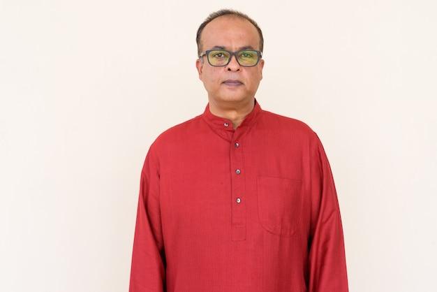 Portret indyjskiego mężczyzny noszącego tradycyjne stroje