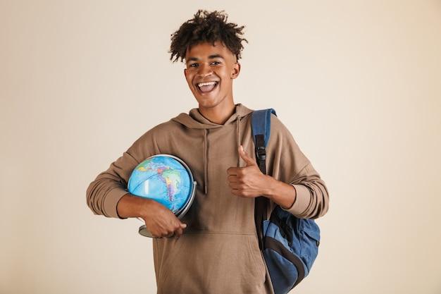 Portret inteligentnego młodego afroamerykańskiego mężczyzny