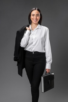Portret interesu na sobie formalnego garnituru