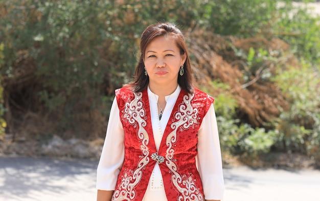 Portret kazachskiej panny młodej w stroju ludowym