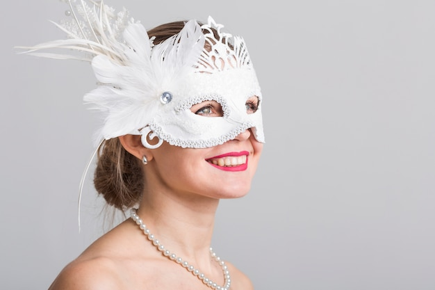 Portret kobieta z karnawał maską