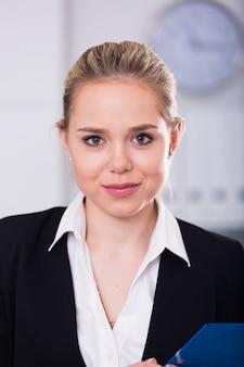Portret kobiety biznesu w biurze