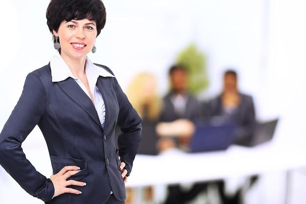 Portret kobiety biznesu w dobry dzień pracy