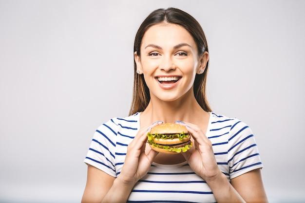 Portret kobiety jedzenie