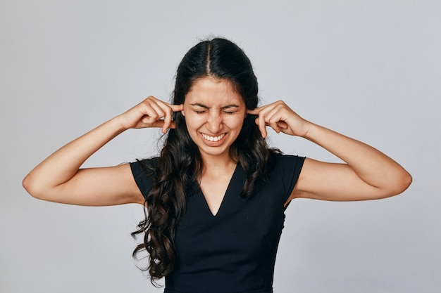 Portret kobiety, która zamknęła uszy