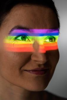 Portret kobiety lgbt z symbolem tęczy