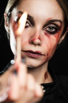 Portret kobiety mienia zaświecający dopasowanie