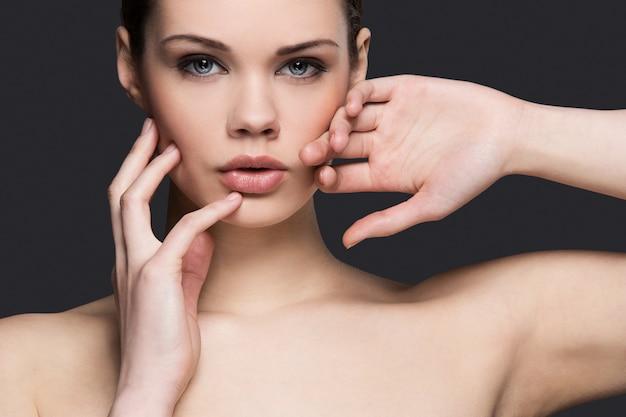 Portret kobiety nago dla koncepcji pielęgnacji skóry