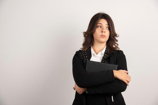 Portret kobiety nauczyciel myśli o zajęciach.