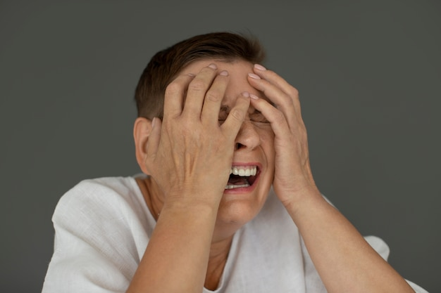 Portret kobiety płacz z bliska