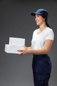 Portret kobiety pracującej dla spedytora