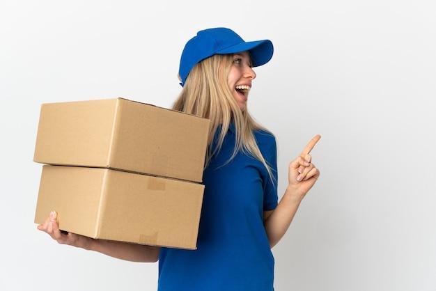 Portret kobiety pracującej jako kurier dostawy