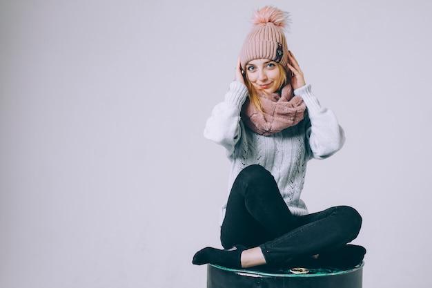 Portret kobiety w zimowe ubrania.
