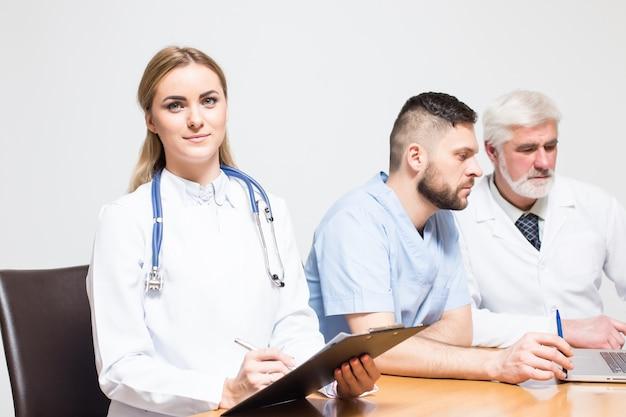 Portret kobiety włosy emocje pokój chirurgiczny