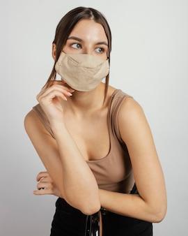 Portret kobiety z maską