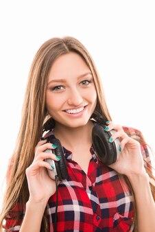 Portret ładnej dziewczyny w koszuli