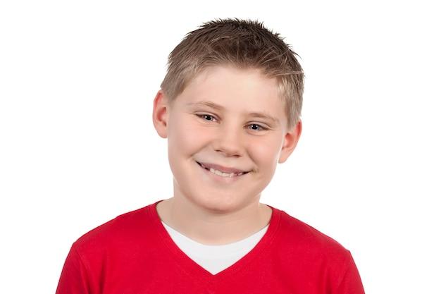 Portret ładny mały chłopiec uśmiecha się na białej przestrzeni