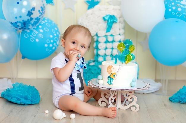 Portret ładny mały chłopiec