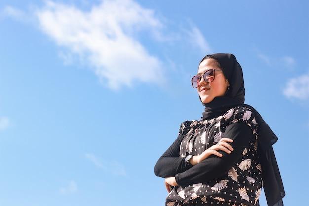 Portret lat 20. młoda kobieta w hidżabie