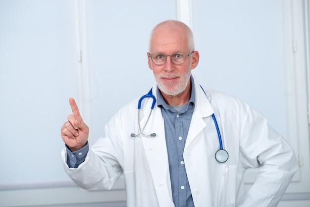 Portret lekarz medycyny z stetoskopem
