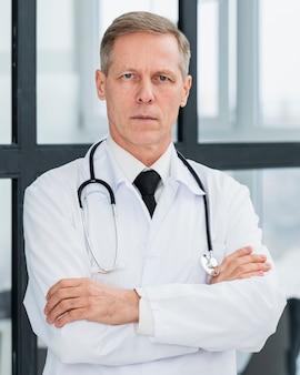 Portret lekarza płci męskiej