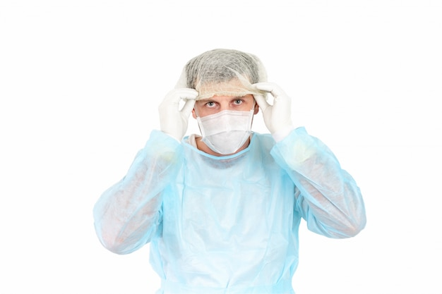 Portret lekarza w masce i jednolite wyposażenie ochronne.