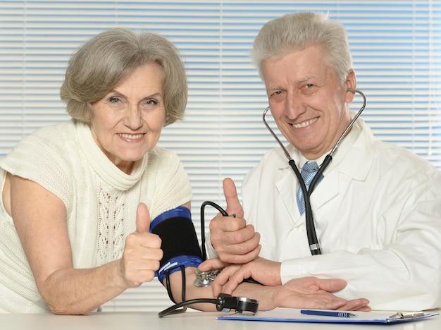Portret lekarza z pacjentem