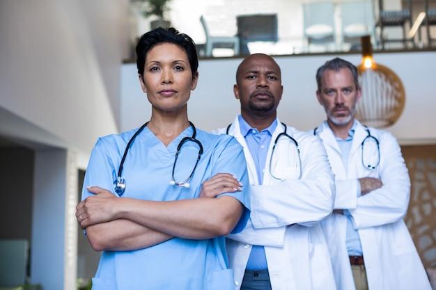 Portret lekarzy i pielęgniarki