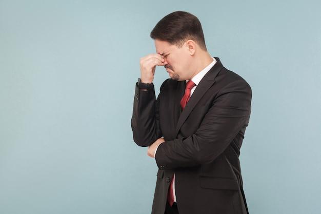 Portret luźnego biznesmena płacz