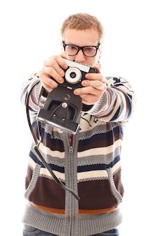 Portret mężczyzny fotografa z aparatem retro
