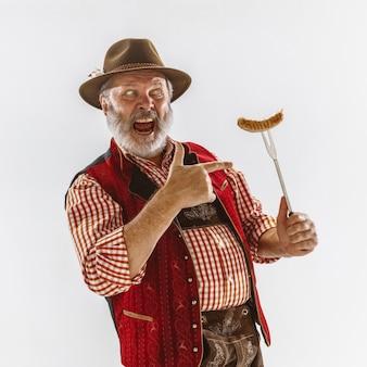 Portret mężczyzny oktoberfest, ubrany w tradycyjne bawarskie stroje