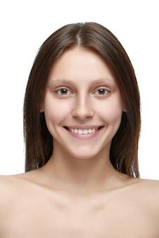 Portret młoda ładna dziewczyna bez uzupełniał.