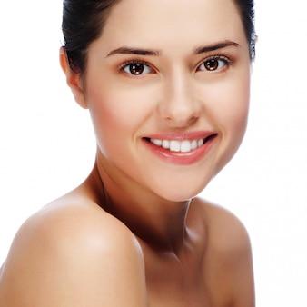 Portret młoda piękna kobieta z zdrową skórą