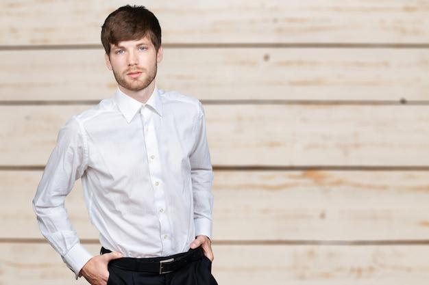 Portret młodego biznesmena