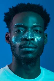 Portret młodego mężczyzny afroamerykanów