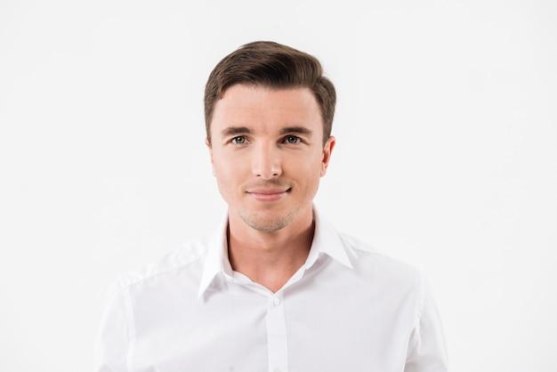 Portret młodego mężczyzny uśmiechnięta