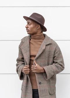 Portret młodego mężczyzny w kapeluszu