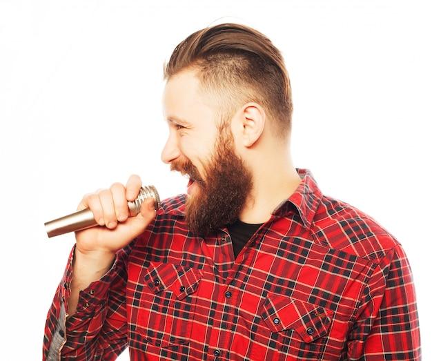 Portret młodego piosenkarza
