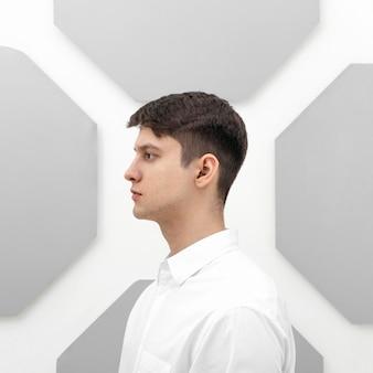 Portret młodego poważnego mężczyzny